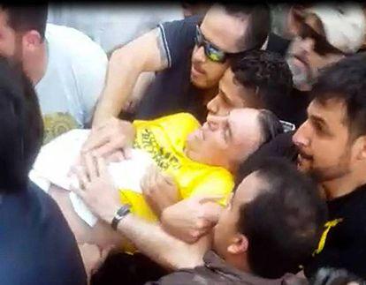 Imagem de vídeo feita após Bolsonaro levar uma facada no dia 6 de setembro em Juiz de Fora.