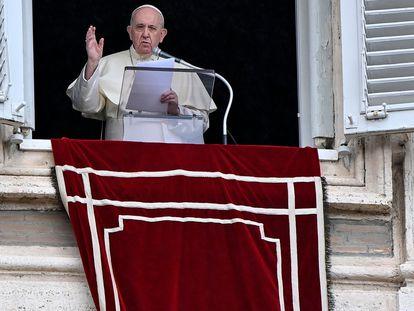 O papa Francisco durante o Angelus deste domingo no Vaticano.