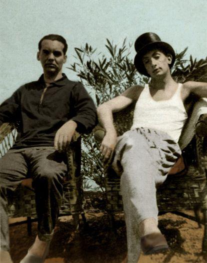 Federico García Lorca (1898-1936, Granada) publicou 'Impressões e Paisagens', sua primeira obra em prosa, aos 20 anos. Um ano depois, em 1929, Lorca mudou-se para Madri e foi morar na Residência de Estudantes. Por este lugar também passaram Albert Einstein e Madame Curie, e foi onde conheceu Luis Buñuel, Alberti e Salvador Dalí (à direita, na foto com Lorca). Os anos que passou na residência, de 1919 a 1926, foram fundamentais na construção da influente obra do artista de Granada.
