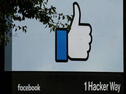 Entrada da sede central de Facebook em Menlo Park, Califórnia.