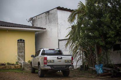 Um carro com propaganda a favor de Bolsonaro, em uma praça de Eldorado.