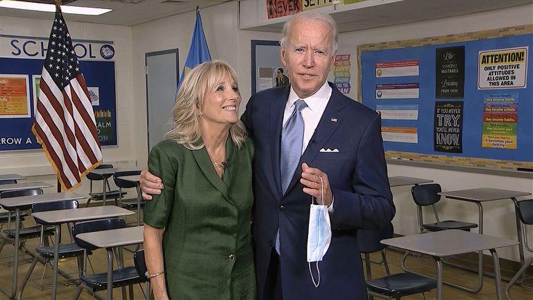 Jill e Joe Biden depois do pronunciamento dela na convenção da terça-feira.