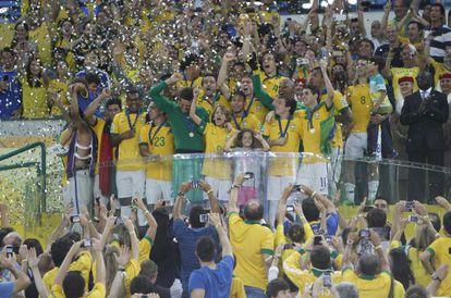 Jogadores comemoram o título na Copa das Confederações 2013.