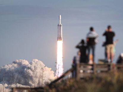 Lançamento de um Falcon Heavy da SpaceX em abril