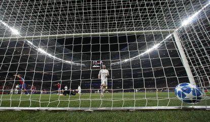 Momento do único gol do jogo, marcado por Vlasic.
