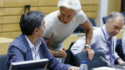 O ministro de Finanças grego, Euclidis Tsakalotos, com a diretora do FMI, Christine Lagarde, em Bruxelas.