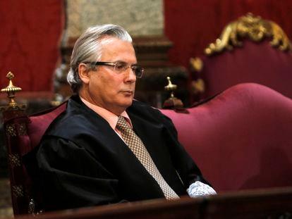O juiz Baltasar Garzón no Tribunal Supremo, em Madri, na primeira jornada do julgamento por prevaricação, em 2012.