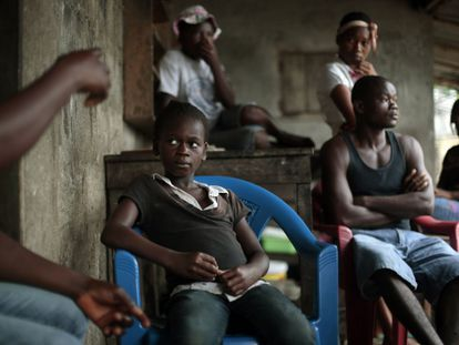 Órfão se recupera em um centro em Libéria.