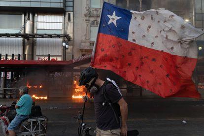 Protestantes no Chile em dezembro de 2020.