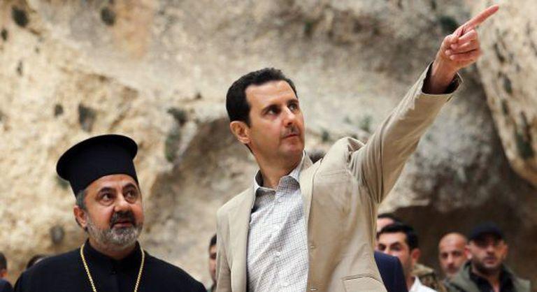 Bashar al Assad visita a cidade cristã de Malula, tomada pelo Exército.