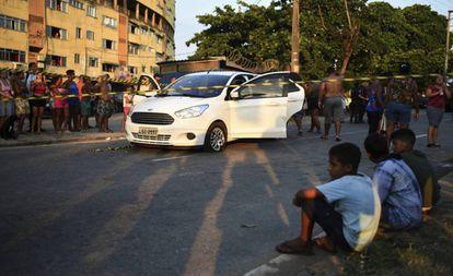 O carro de Evaldo dos Santos Rosa, após ser atingido por mais de 80 tiros, no domingo de 7 de abril.