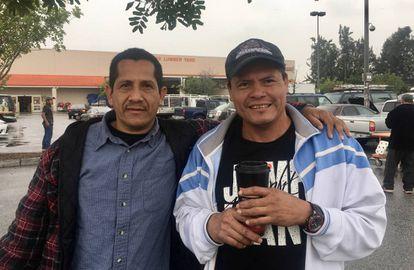 Raúl García (esquerda) e José Eduardo Paz, terça-feira em Los Angeles.