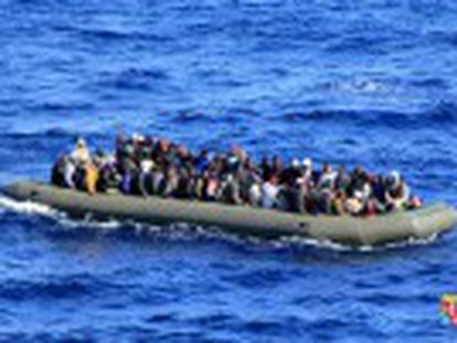 Todos os tripulantes, entre eles 47 mulheres e cinco crianças, estavam com vida e foram levados a um porto