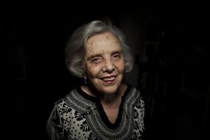 Elena Poniatowska, fotografada em sua casa no México.