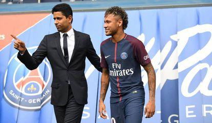 Nasser Al Khelaifi durante a apresentação de Neymar.