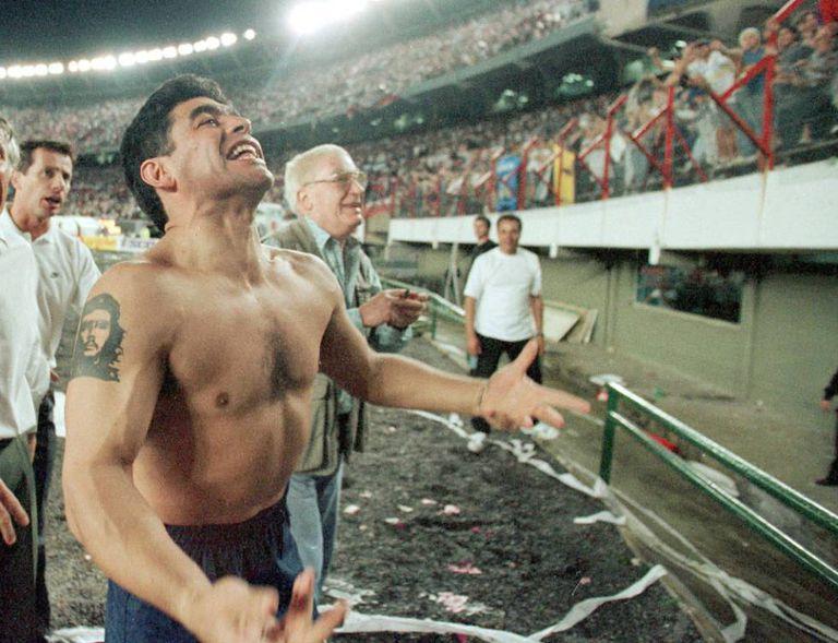 Maradona em seu último jogo, um River x Boca no Monumental, em 25 de outubro de 1997.