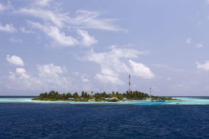 Rakkedhoo, um dos atóis das ilhas Maldivas, que poderiam desaparecer se o nível do mar continuar subindo.